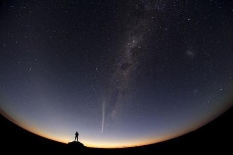 http _jux-user-files-prod.s3.amazonaws.com_2012_12_29_21_44_38_655_0._Jia_Hao_TWAN_best_night_sky_pictures_2012_comet_australia