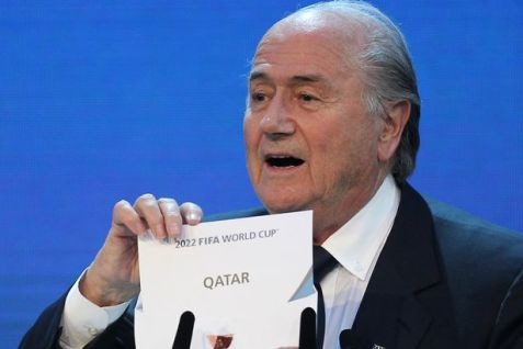 15279748FIFA-president-Joseph-Blatter-opens-the-envelope-to-reveal-that-Qatar-will-host-the-2022-Wo-1789930