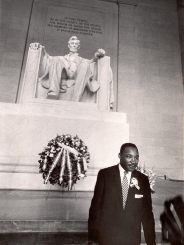 paul-schutzer-reverend-martin-luther-king-jr-at-lincoln-memorial