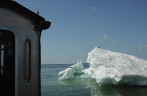 lake_superior_icebergs
